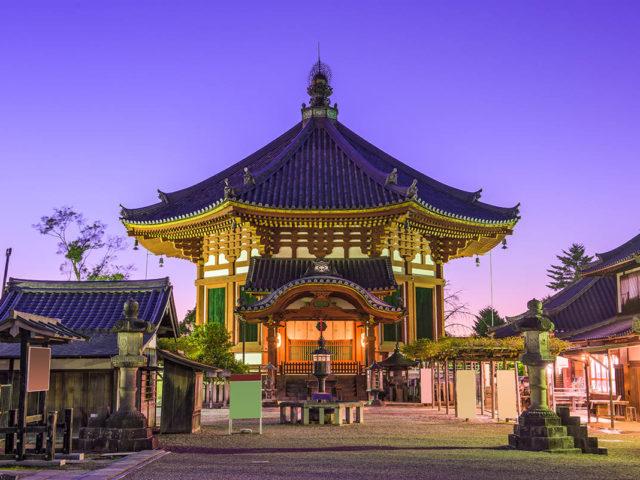 La struttura principale del tempio Kofukuji a Nara, Giappone - Watabi