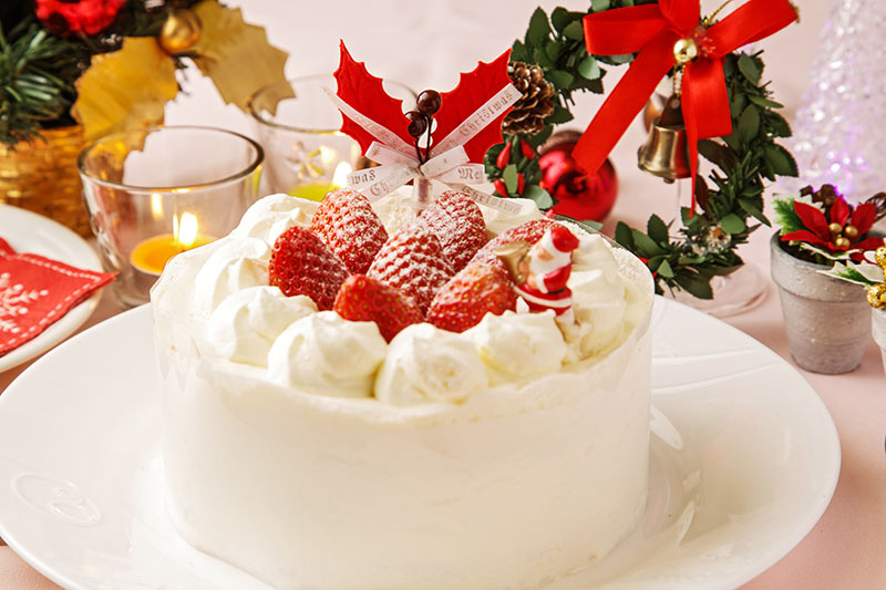 Tipica torta di natale giapponese panna e fragole