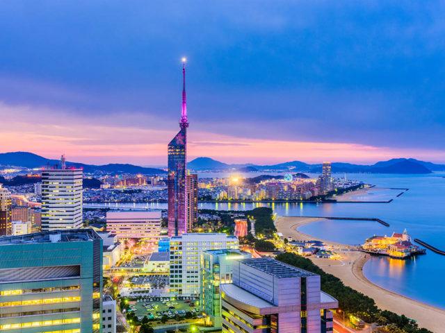 Fukuoka, Giappone. Panorama del centro al tramonto - Watabi