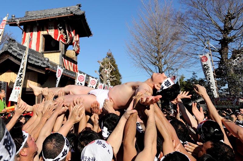manifestazione di cultura giapponese chiamata Hadaka Matsuri