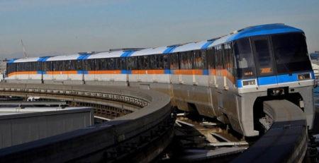 la monorail di tokyo al capolinea di haneda